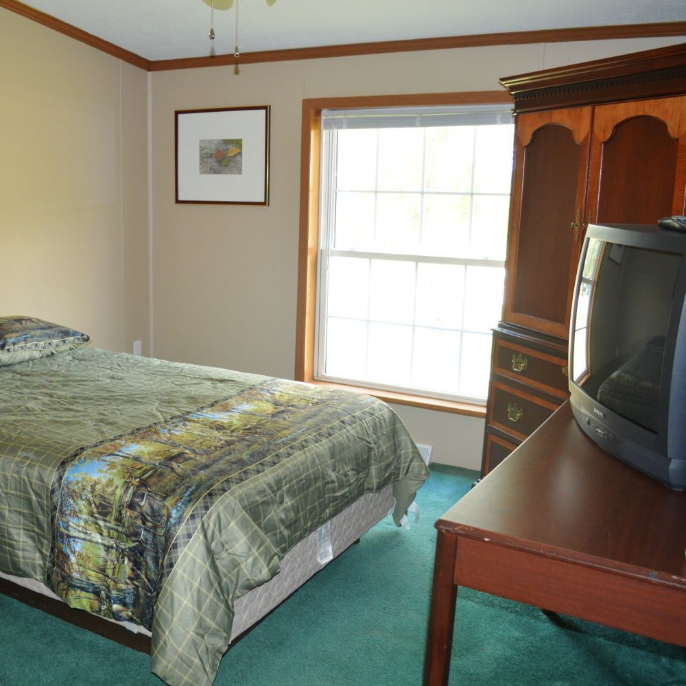 main lodging unit 4 bedrooms 2 queens 3 double beds 2 1 2