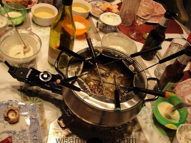 How to do a Meat Fondue - WiseMommies #fondueparty