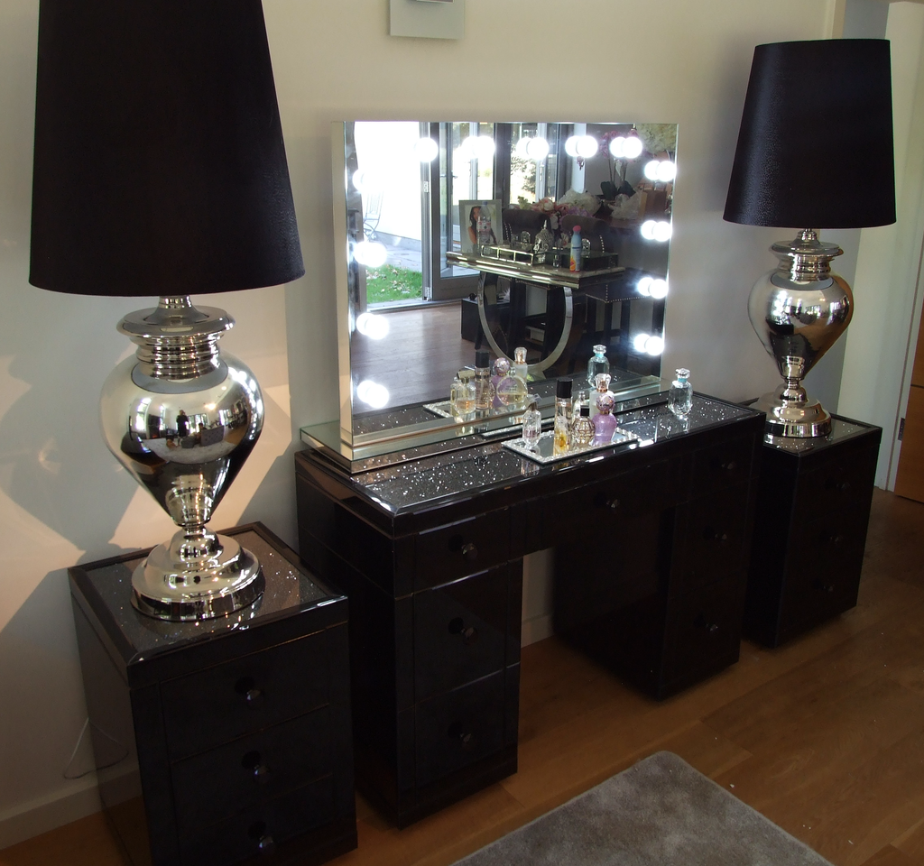 Black Mirror Crush 3 Drawer Mirrored Bedside Hos Home Furniture Affordable Luxury Glitter Decor Table