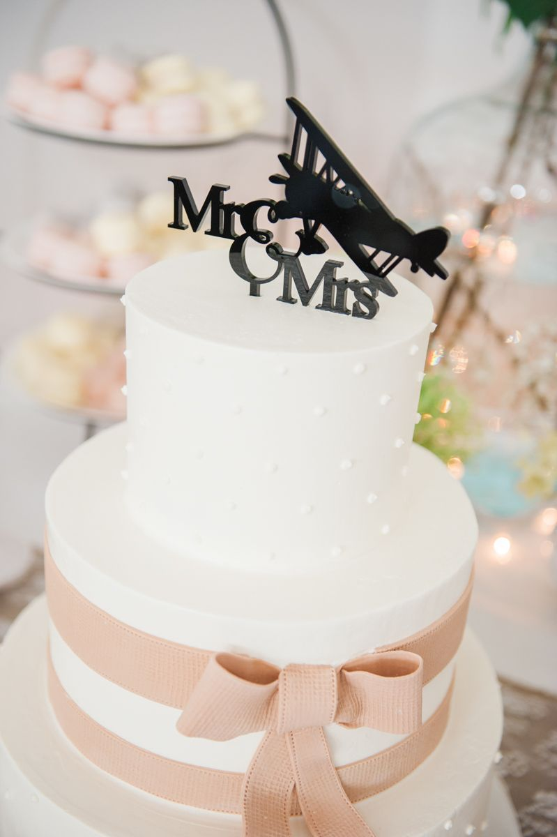 Elegant and simple cake to show the aviation wedding theme. Photo ...