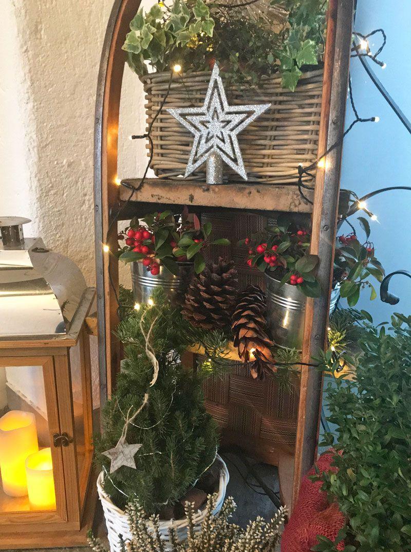 Schlittendeko Xmas Decor Pinterest Weihnachten Weihnachtlich Christmas Decorations Farmhouse Christmas Ladder Decor