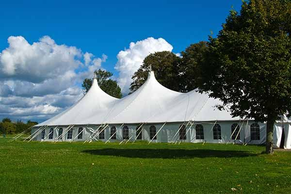 Rain On Wedding Day Mobile Crazy Golf Finds The Solution Outdoor Wedding Rain On Wedding Day Outdoor Tent Wedding