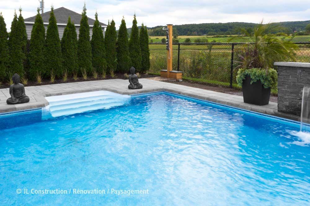 Contour de piscine - Pavé-uni - Aménagement paysager - Paysagement - amenagement bord de piscine