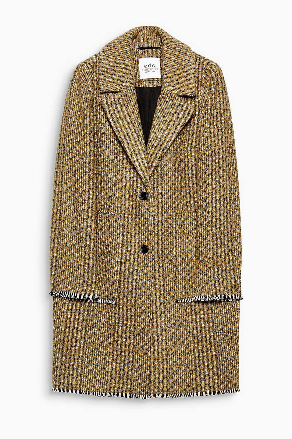 Una entrada al otoño con un estilo multicolor: abrigo entallado en mezcla de lana con los bordes desflecados