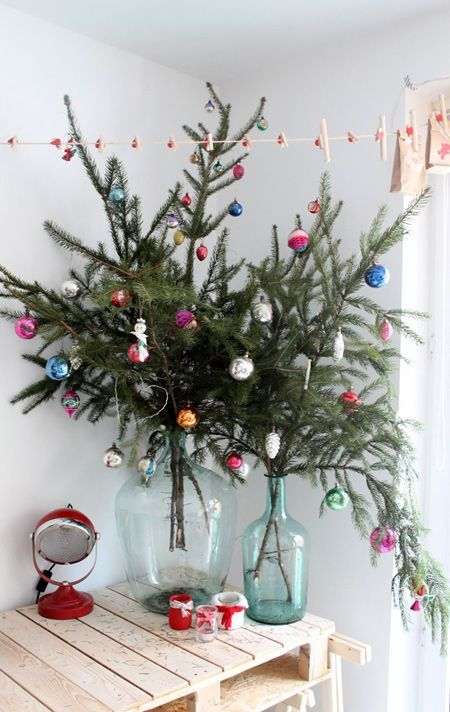 13 simple christmas decorating ideas for small spaces christmas pinterest christmas christmas decorations and holiday