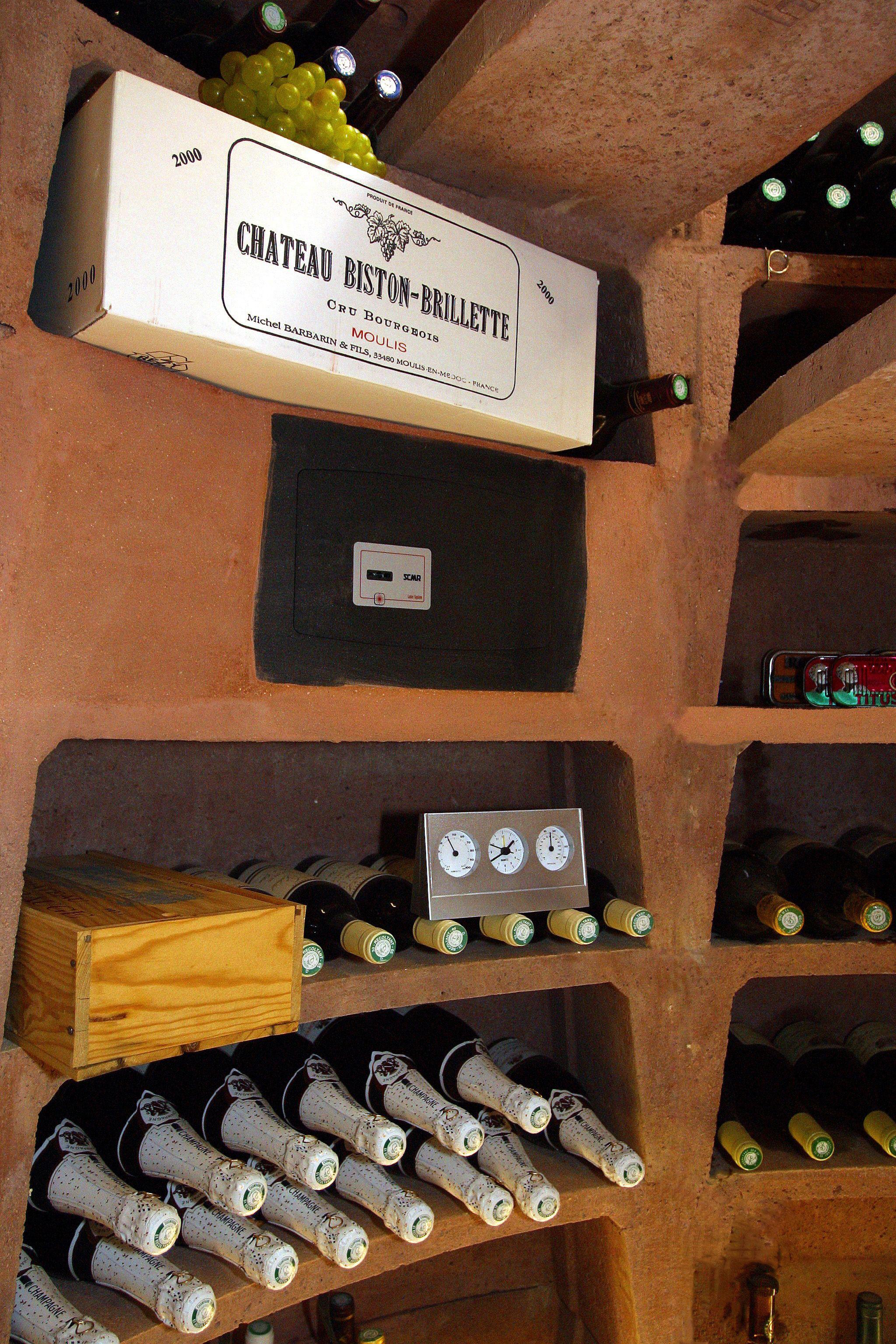 La cave à vin maxi ronde offre une grande capacité de rangement : jusqu'à 1820 bouteilles ...