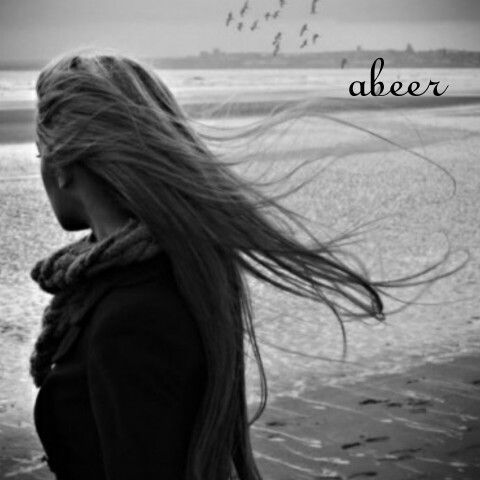 اشتاقت سيدتي الي صوت أمواج البحر موجة تسابق موجة سحرها جمال القمر وتراقص النجوم مع بعضها الب Black And White Pictures Light In The Dark Long Hair Styles