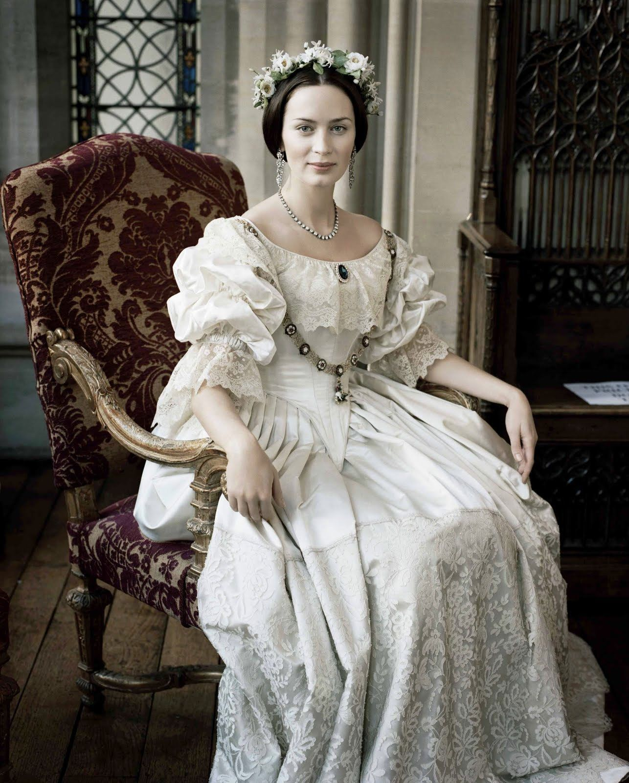 Emily Blunt as Queen Victoria in her wedding dress. | Cosette and ...