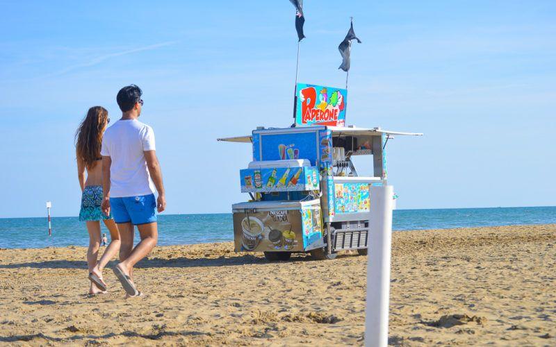 Am Strand wird man bestens versorgt © Elisabeth Hotter