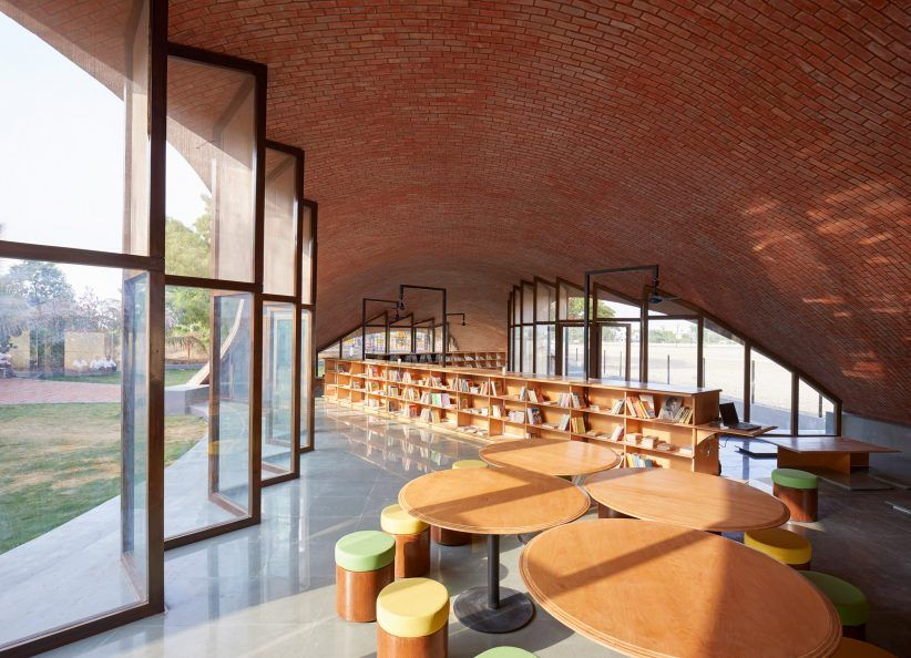 Sameep Padora Creates Undulating Brick Roof To Cover Indian School Library Library Architecture Brick Roof Architecture