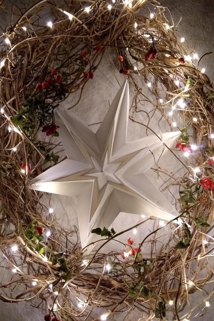 Standleuchte Leo In Weiss Weihnachtsdeko Weihnachten Christmas Advent Interior Interiorde Dekorative Beleuchtung Lampenschirm Aus Stoff Dekor