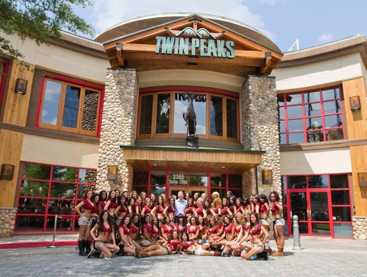 Twin Peaks Restaurant | Twin peaks, Twin peaks girls, Twins