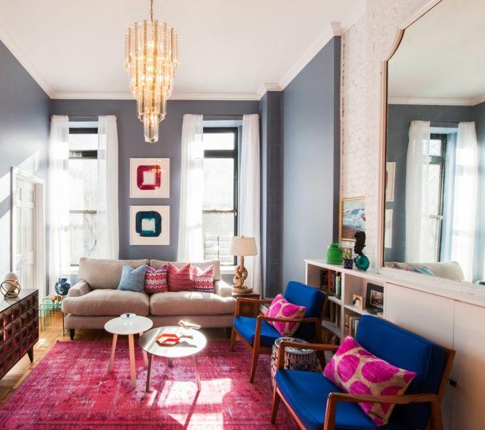 Wohnzimmer Streichen Ideen Graue Wandfarbe Farbiger Teppich Leuchter Blaue  Sessel