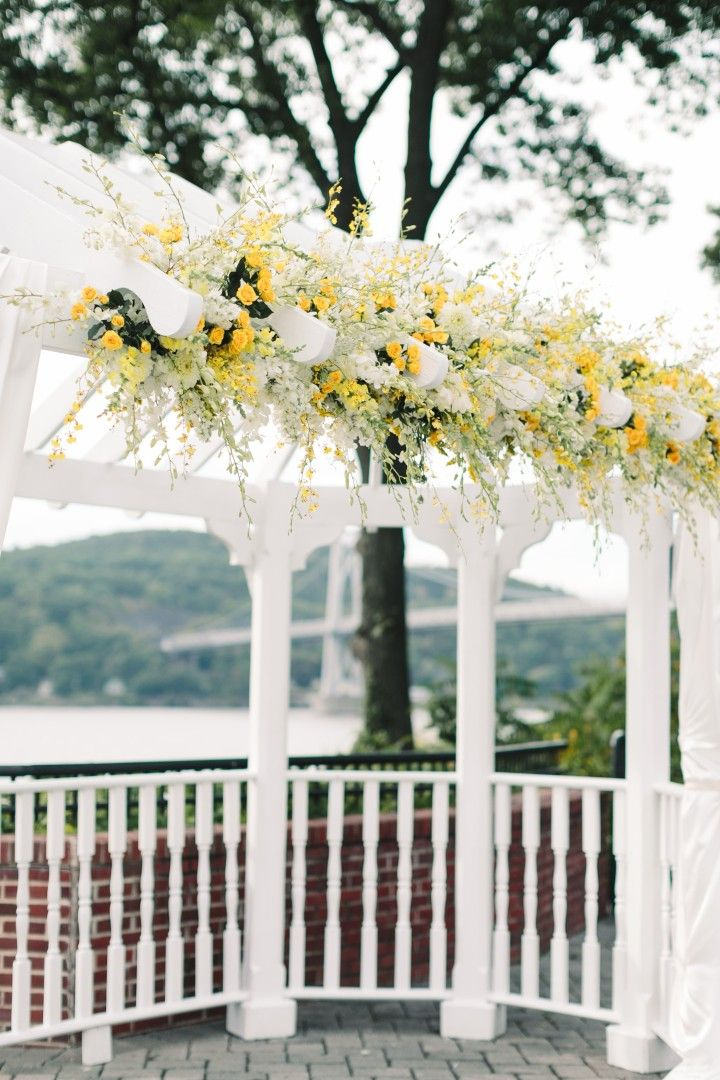Poughkeepsie Wedding Graceful Yellow Decor At The Grandview Mod