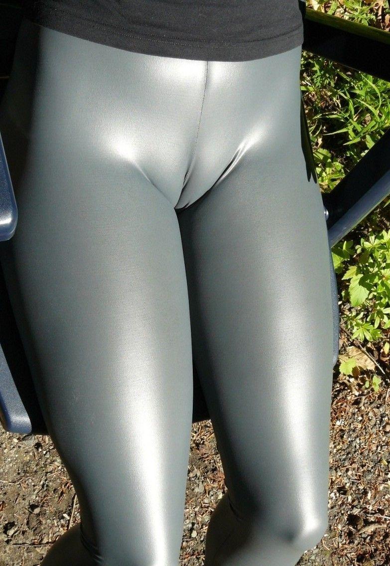 sexy cameltoe in leggings