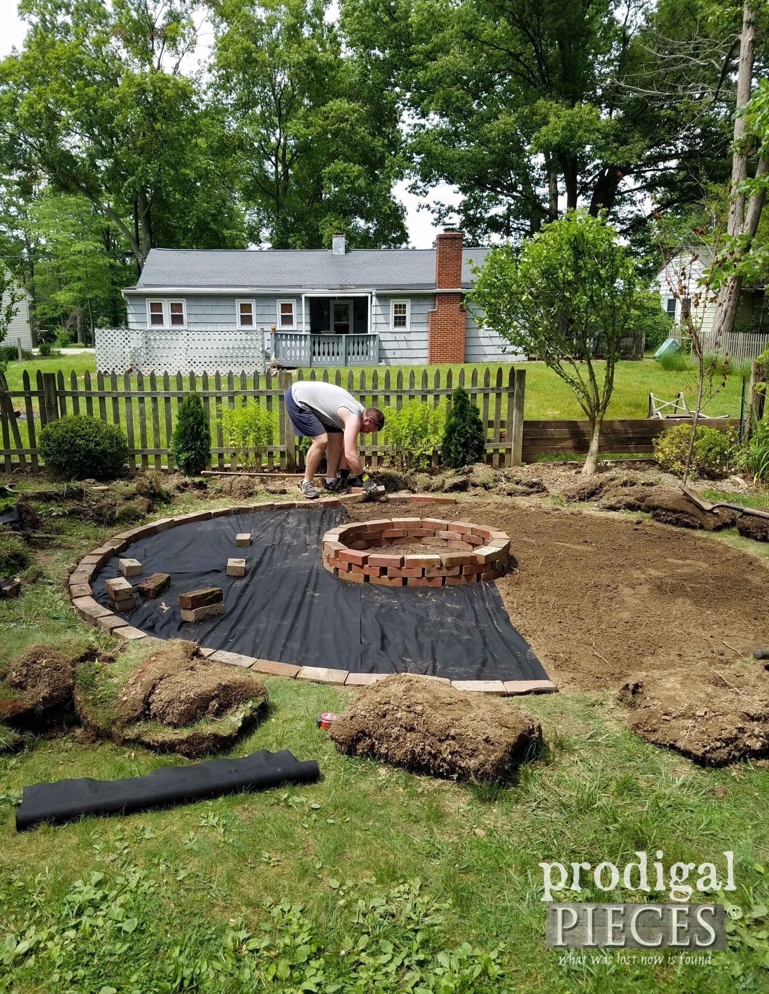 DIY Feuerstelle ~ Backyard Budget Decor - Kinder Blog #budgetbackyard