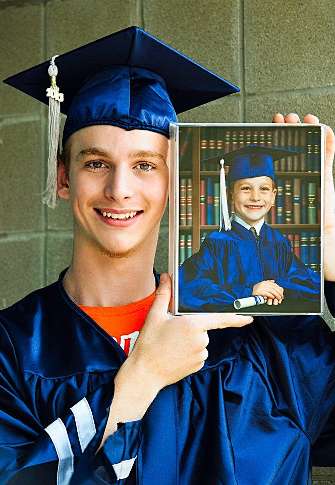 Pin By Caroline Rodrigues On Poses Inspiracoes Graduation Picture Poses Graduation Poses Senior Photos Boys