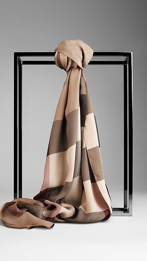 Écharpes pour femme   Burberry   mode   Pinterest   Foulard ... 613366008f04