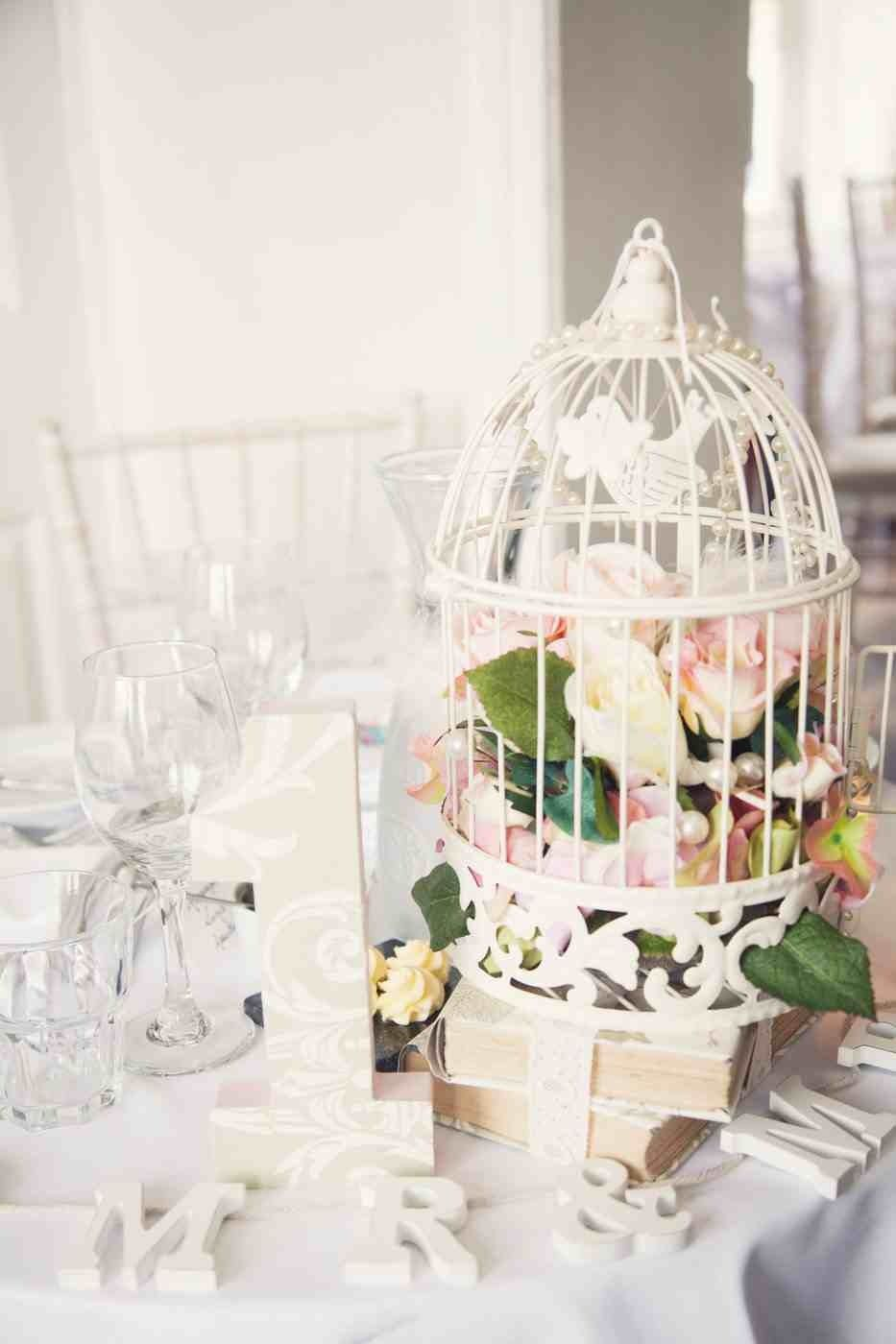 Sweetheart table, table for 2, wedding, shabby chic, birdcage, books ...