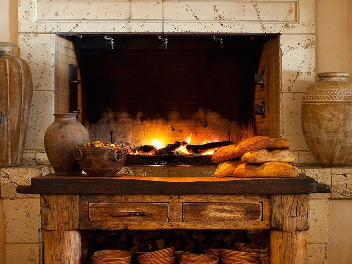 21 Fireplaces To Cozy Up To In San Francisco Restaurants And Bars Dining Room Fireplace San Francisco Restaurants Cozy Fireplace