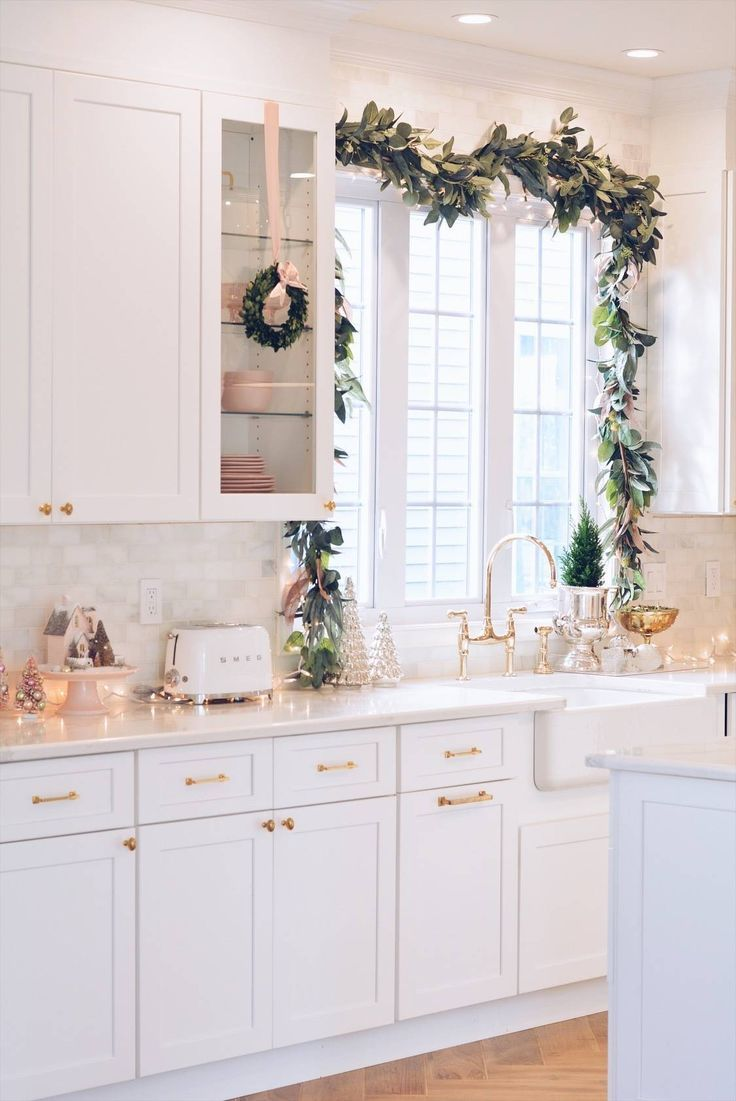 elegant christmas part ii christmas kitchen decor elegant home decor home decor kitchen on kitchen cabinets xmas decor id=64085