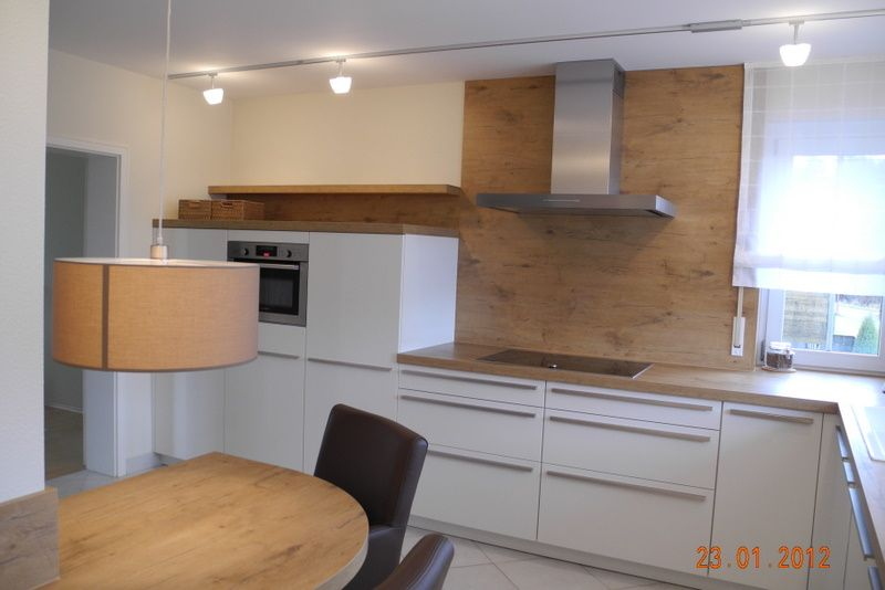 weiße, zeitlose ewe küche (c) küchenstudio laserer | küche kitchen ... - Rückwand Küche Holz