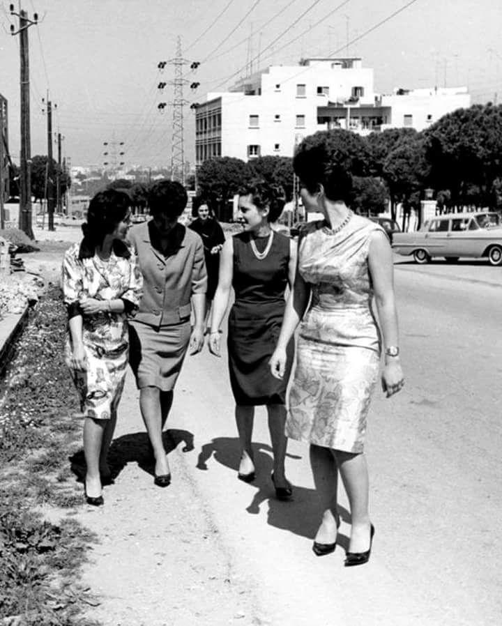 الأميرات بنات الملك فاروق مع والدتهن الملكة فريدة في لبنان من اليمين بالصورة الأميرة فريال ثم الأميره فادية ثم ال Egyptian History Old Egypt Arab Celebrities