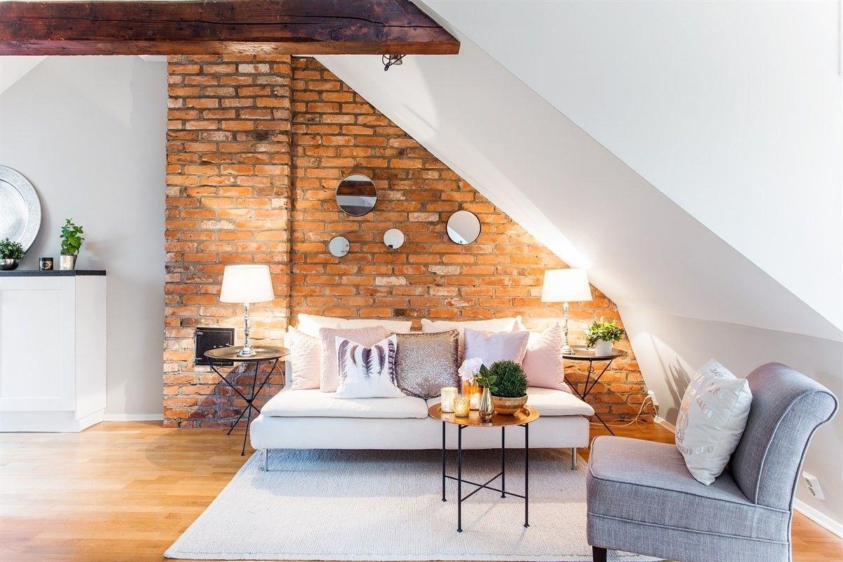 FINN – TØYEN - En moderne perle i klassisk innpakning! En aldeles herlig 2-roms loftsleilighet med fransk balkong og nydelig utsikt. Hems. Trebjelker og teglstein.