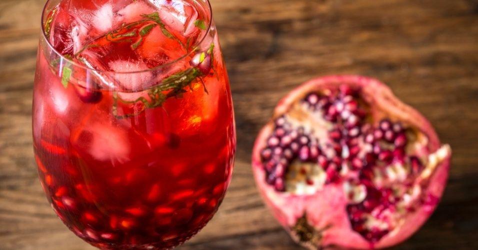 Conheça os nutrientes da romã fruta com muitas vitaminas, minerais e antoxidantes. Um alimento super potente e natural. Nutrição saudável. Alimentos orgânicos!