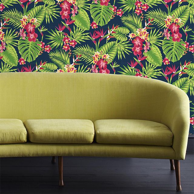 des fleurs en pagaille pour un mur tropical papier peint vinyle grain sur intiss tropical. Black Bedroom Furniture Sets. Home Design Ideas