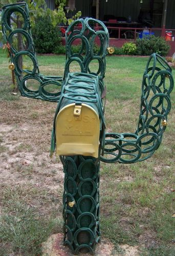 somewhere there is a horse looking for his shoes #horseshoe #mailbox #country