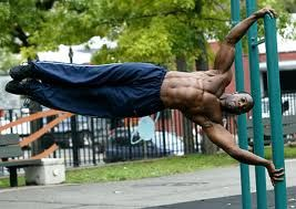 Human Flag This Calisthenic Movement Requires A Great Deal Of Core Shoulder And Back Strength This Is A Movement Calisthenics Human Flag Calisthenics Body