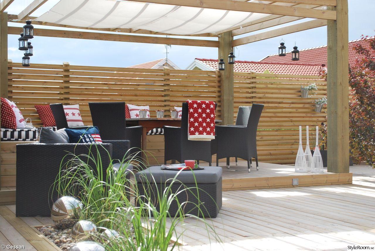 altan,trädäck,pergola,sittbänk,solsegel,silverklot,pampagräs ...