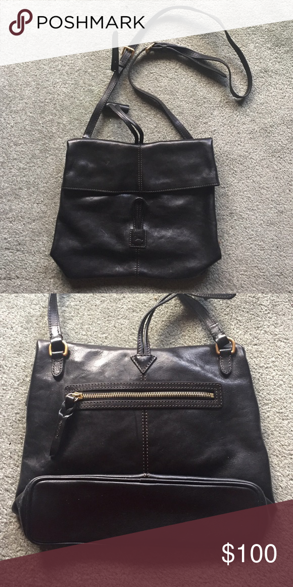 "Dooney & Bourke Envelope Bag •Used but still in very good condition  •11.5"" by 9.5"" •4 pockets on inside and one on outside Dooney & Bourke Bags"