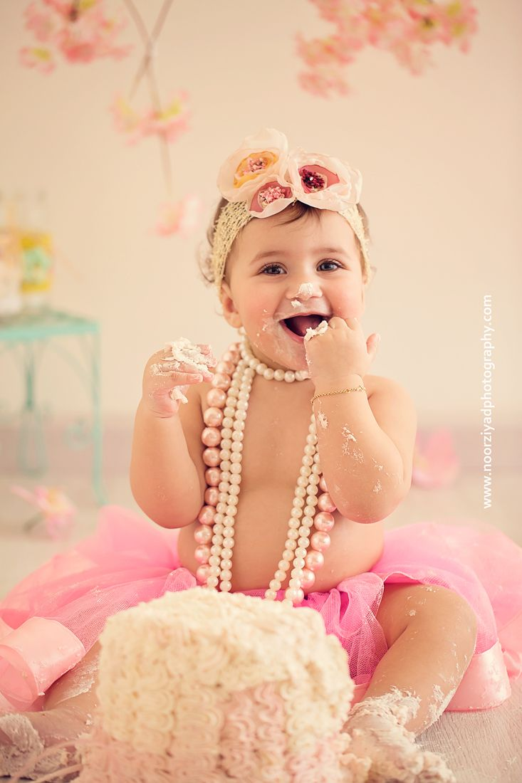 Amman Cake Smash Photographer Baby Girl First Birthday Cake Smash