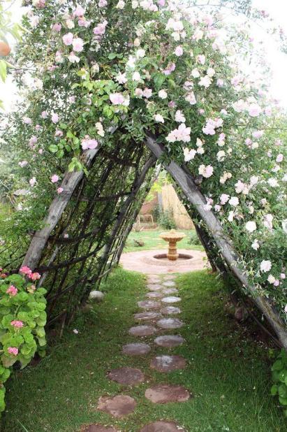 23 Eine Wahre Ecke Des Paradieses Bio Aromatischer Garten Valley Of Ourika M Cottage Garden Garden Arches Outdoor Gardens