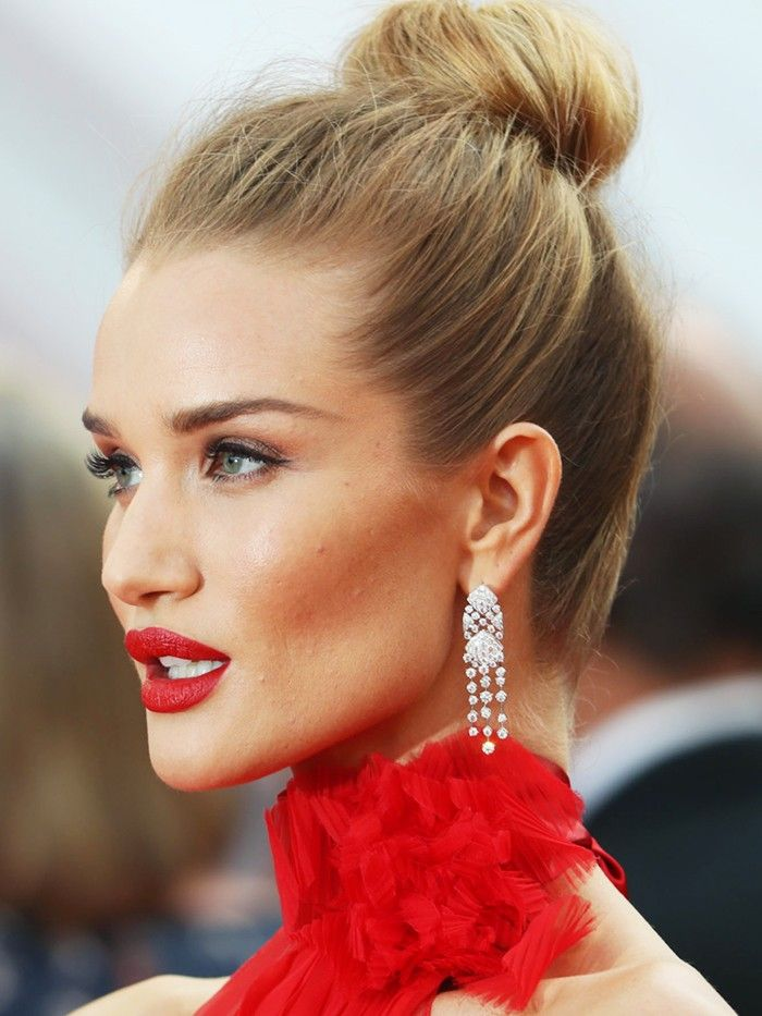 4 Hairstyles For Thin Hair That Give Major Volume Red Carpet Hair Updo Red Carpet Hair Celebrity Hairstyles Red Carpet
