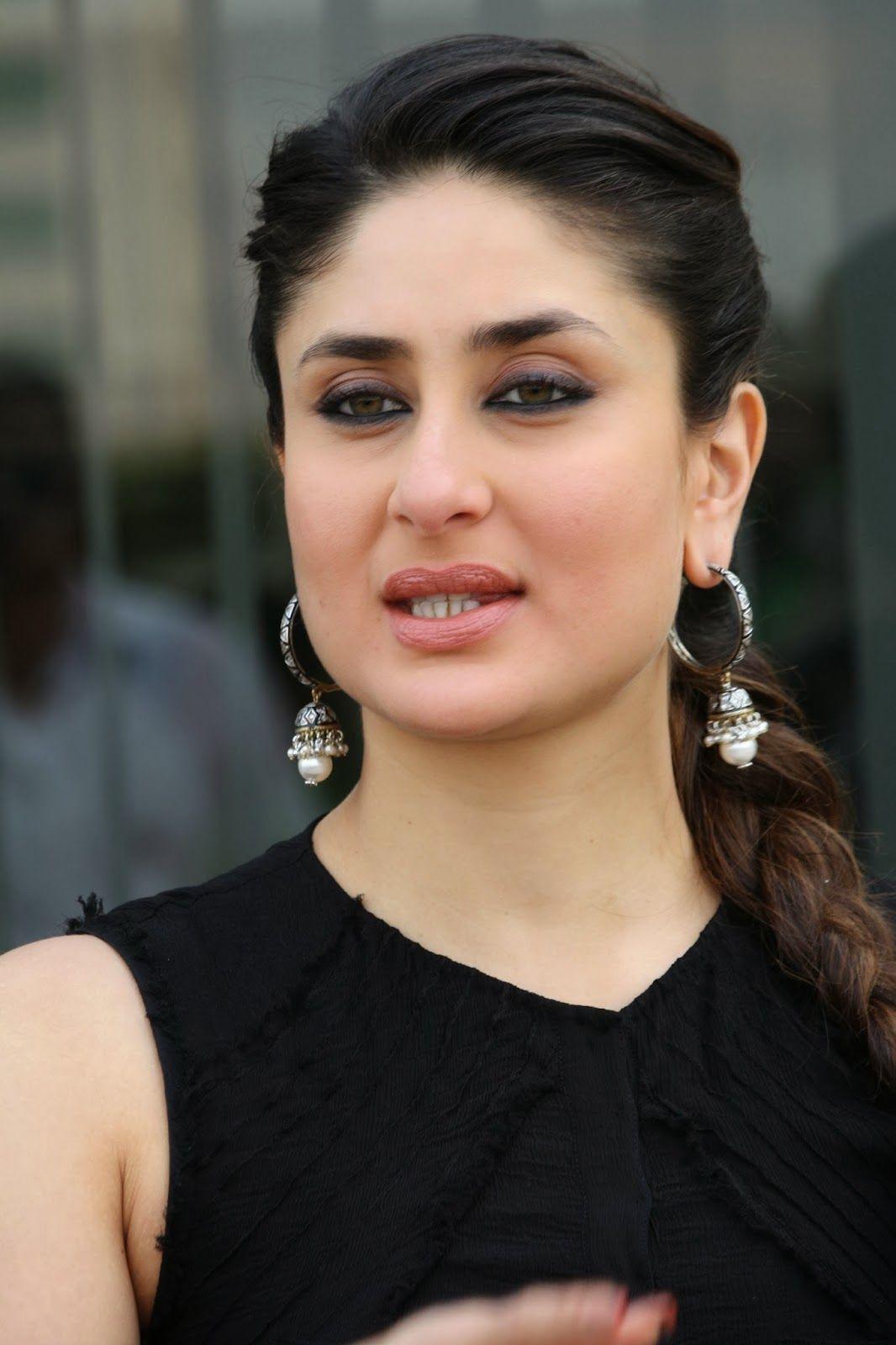 Glamorous Kareena Kapoor Photos In Black Dress Kareena Kapoor Kareena Kapoor Photos Kareena Kapoor Pics