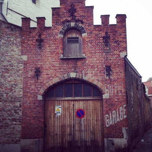 Vergane letters. Ik lees 'Garage', 'hotel' en 'café'. (298/365) #brugge  Ghost letters. I read 'Garage', 'hotel' and 'café'. (298/365) #bruges