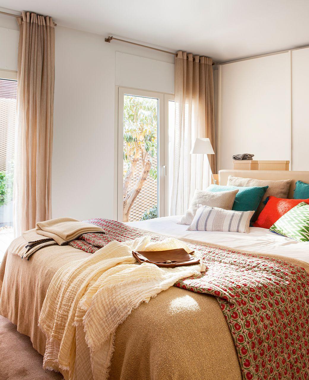 Dormitorio principal pocos metros home bedroom bedroom decor y room decor - Cortinas de dormitorios ...