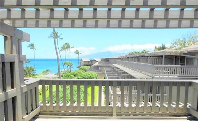 Ocean View Townhouse with Lanai & Shared Pool