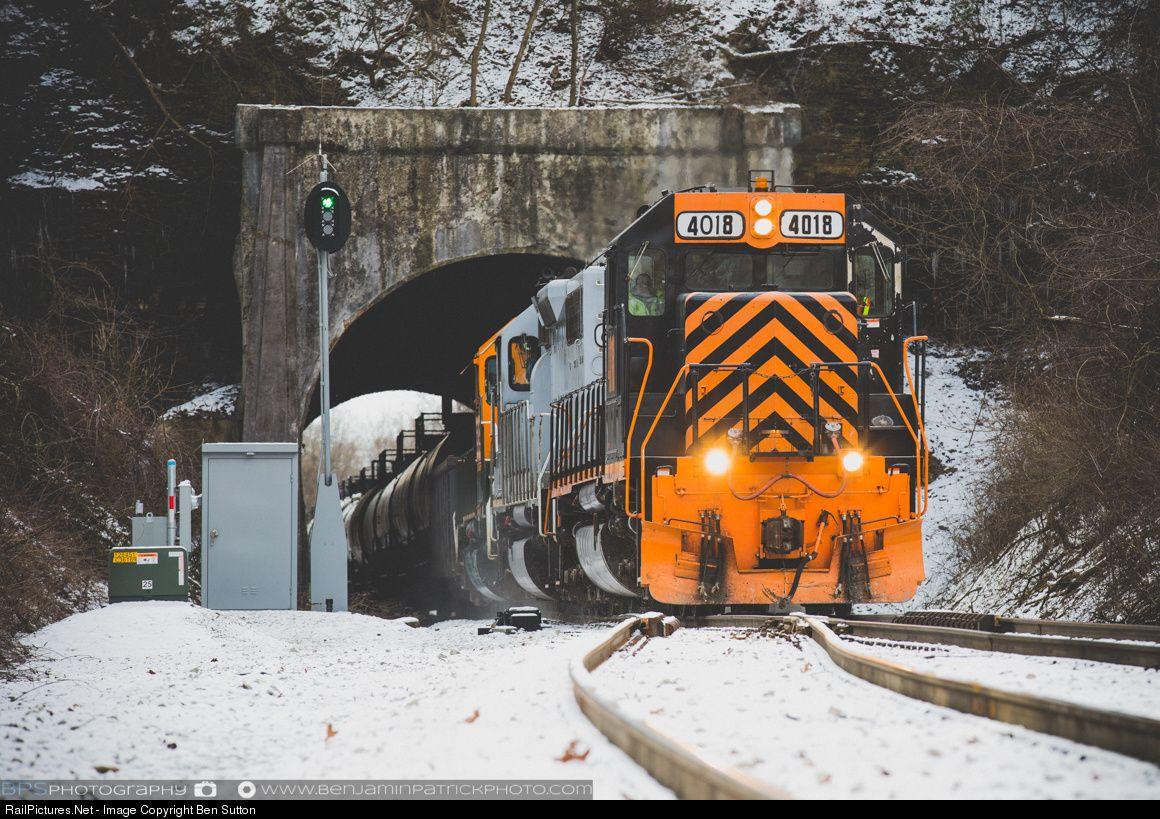 Photo WE 4018 Wheeling & Lake Erie EMD