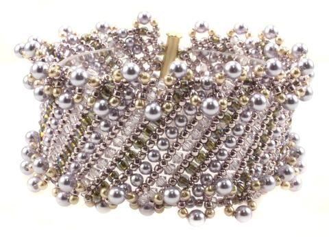 Fancy Netting! Use different sizes of beads to create this diagonal netted bracelet with a ruffled pearl edge. Kit includes Gold Filled clasp, and makes up to 8 inch bracelet that is approx. 1.25 inch
