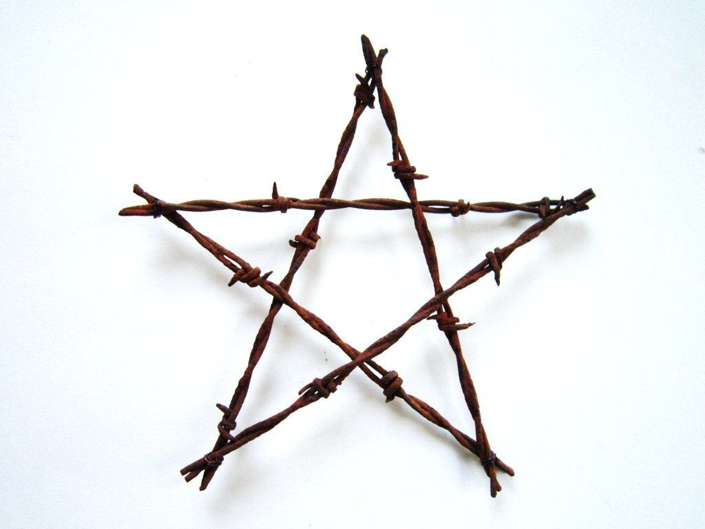 Rustic christmas decor ornament old barbed wire star old rustic rustic christmas decor ornament old barbed wire star old rustic stars diy rustic wedding junglespirit Images