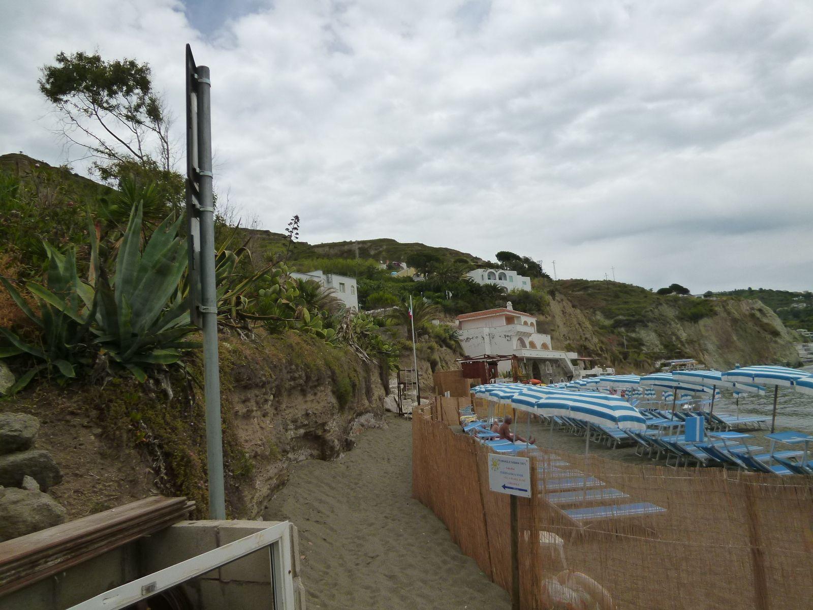 """Spiaggia, Giardini Termali di """"Miramare Sea Resort & Spa"""" (Hotel), Sant'Angelo, Isola Ischia Italia (Maggio)"""
