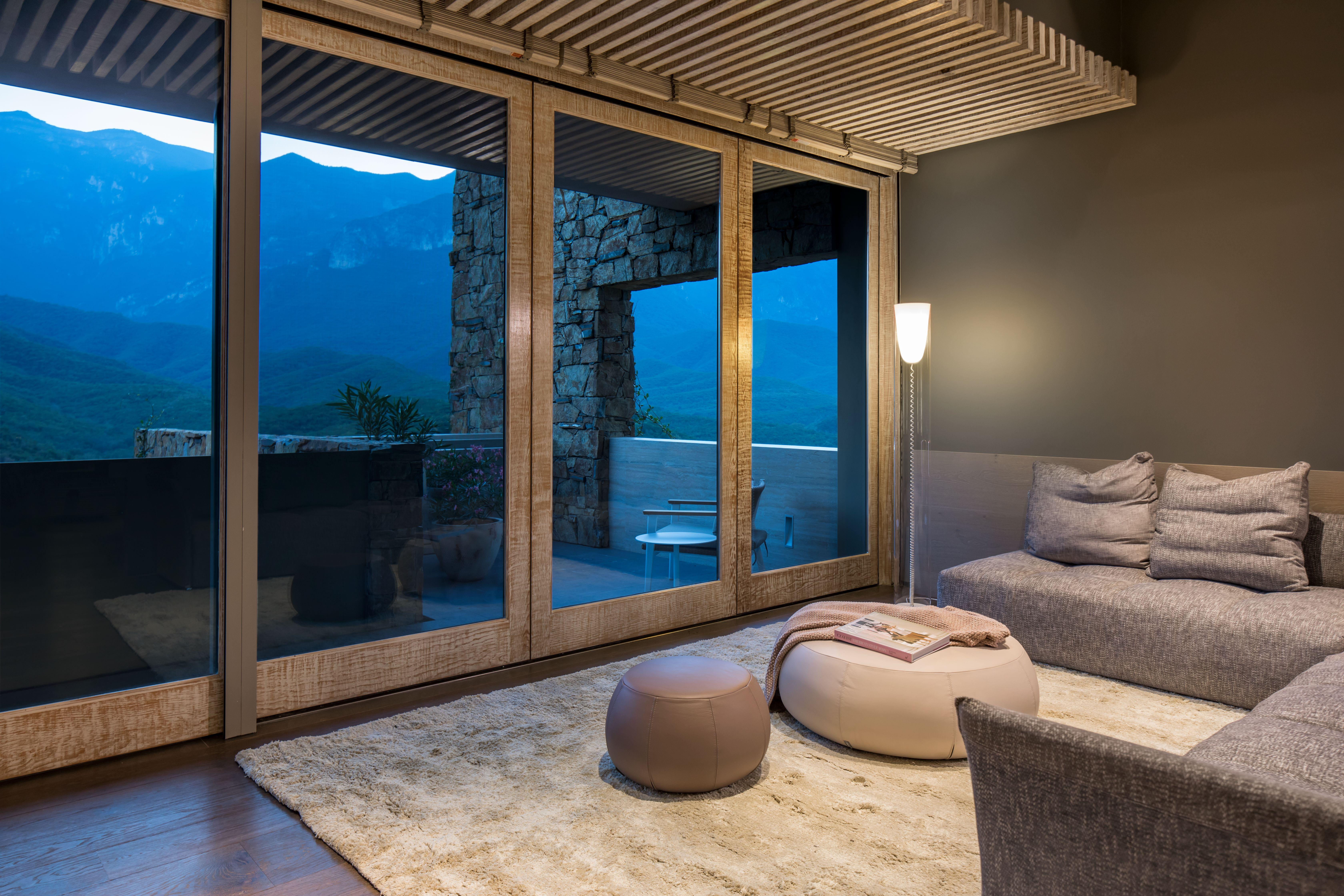 Bedroom With A View Cada Recamara Cuenta Con Su Terraza Para Disfrutar La Gran Vista De Las Montanas Mobiliario Europeo Contempo Vistas Mobiliario Interiores
