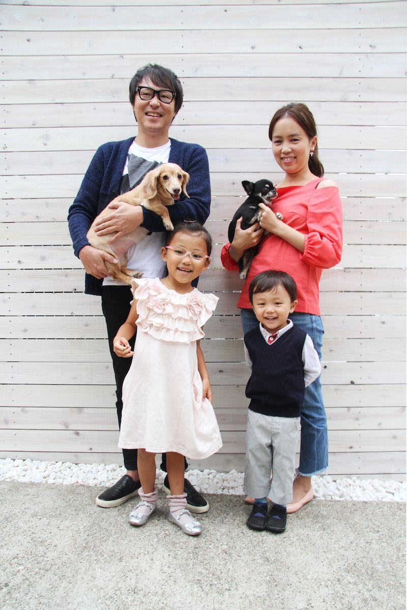 ペットとともに家族のお写真はいかがですか 七五三 家族 写真 スナップ 写真