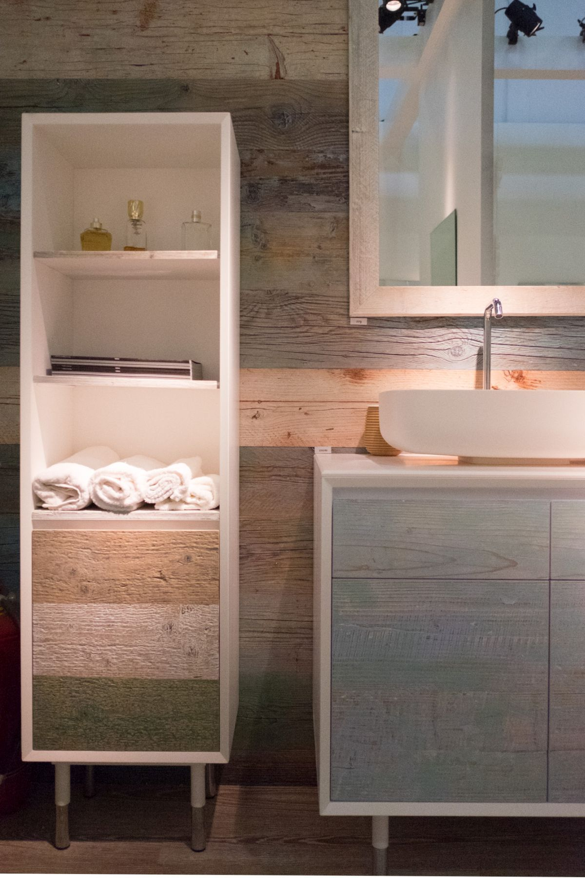Modern bathroom vanity designs and the accessories that complement
