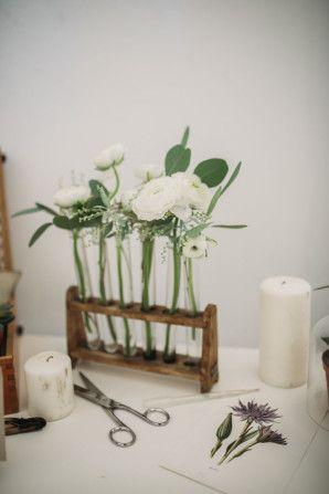 scientific botanical wedding decor http://weddingwonderland.it/2015/11/the-love-affair-matrimonio-organico-botanico.html