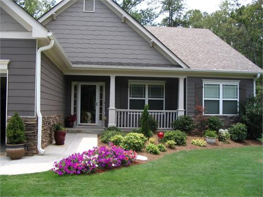 Easy front yard landscaping using patterns of similar for Easy care shrubs front house